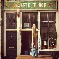 Marcel van Roosmalen en Bjorn van der Doelen in kaffee 't Hof Middelburg